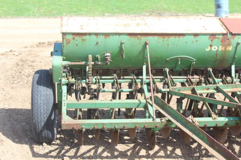 John Deere Grain Drill, 11FT, 16 Tires