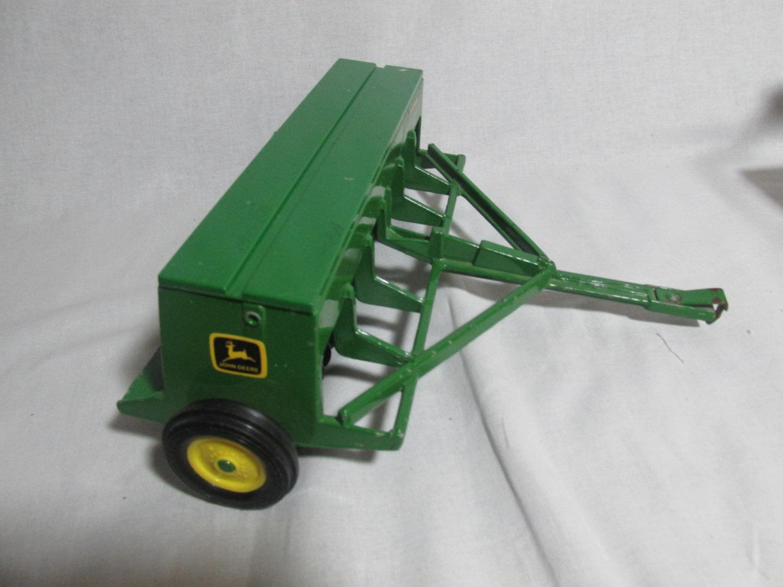 ERTL John Deere 452 grain drill in 1:16 scale toy