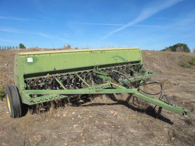John Deere 8200 12' Double Disc Grain Drill