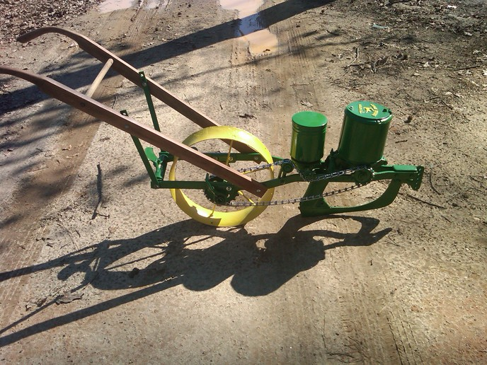 John Deere Corn Drill/Planter (2012-02-20) - Tractor Shed