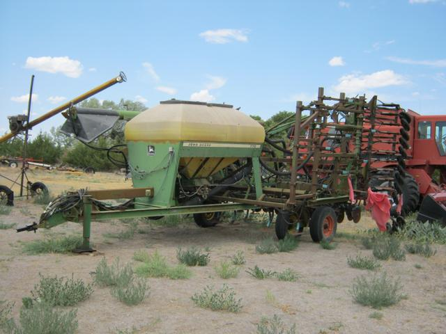 John Deere 770 Double Disc Air Seeder with 8 inch Spacing ...