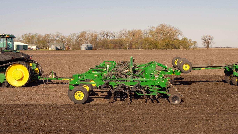 Seeding Equipment | 730 Air Disk Drill | John Deere US