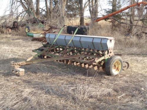 John Deere Vanbrunt 10ft DR Grain Drill - Current price: $400