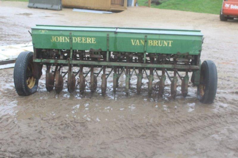 JOHN DEERE VAN BRUNT 8 FT GRAIN DRILL