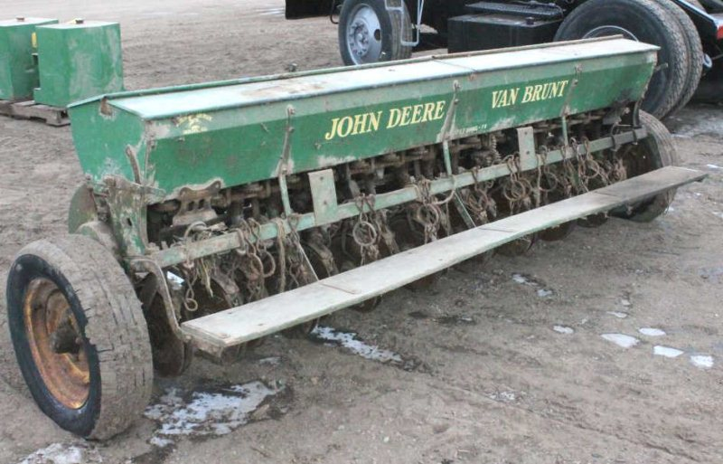 LOT #61 - JOHN DEERE / VAN BRUNT 17 x 7 MOD. FB GRAIN DRILL