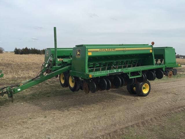 John Deere 455 Grain Drill - DiscoverStuff