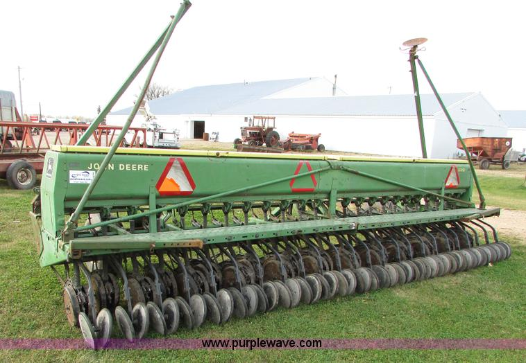John Deere 520 grain drill | no-reserve auction on ...