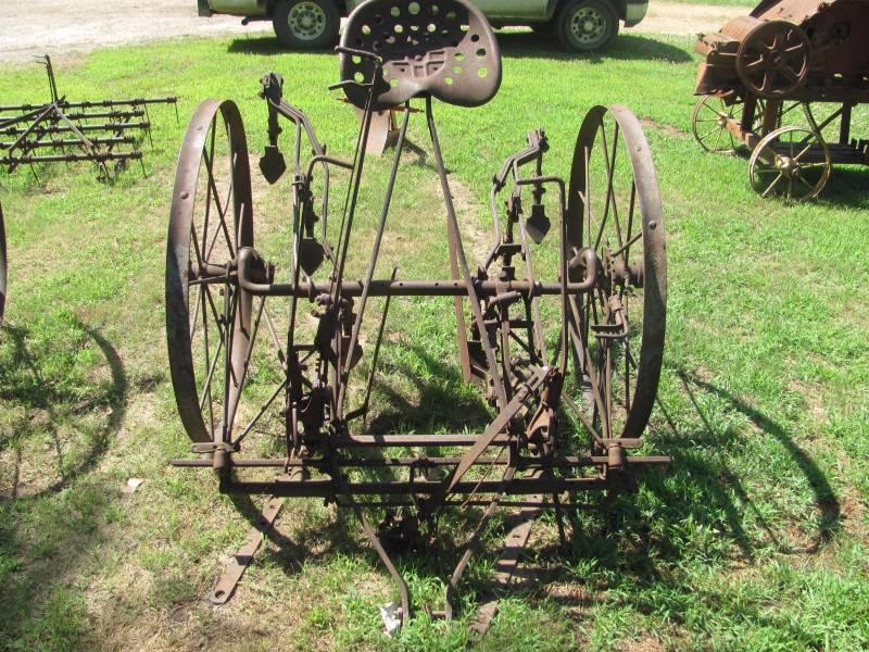 John Deere Antique Horse Drawn Cultivator | Kasota July ...