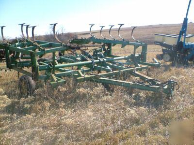 John deere 1010 field cultivator/hydraulic fold/harrow