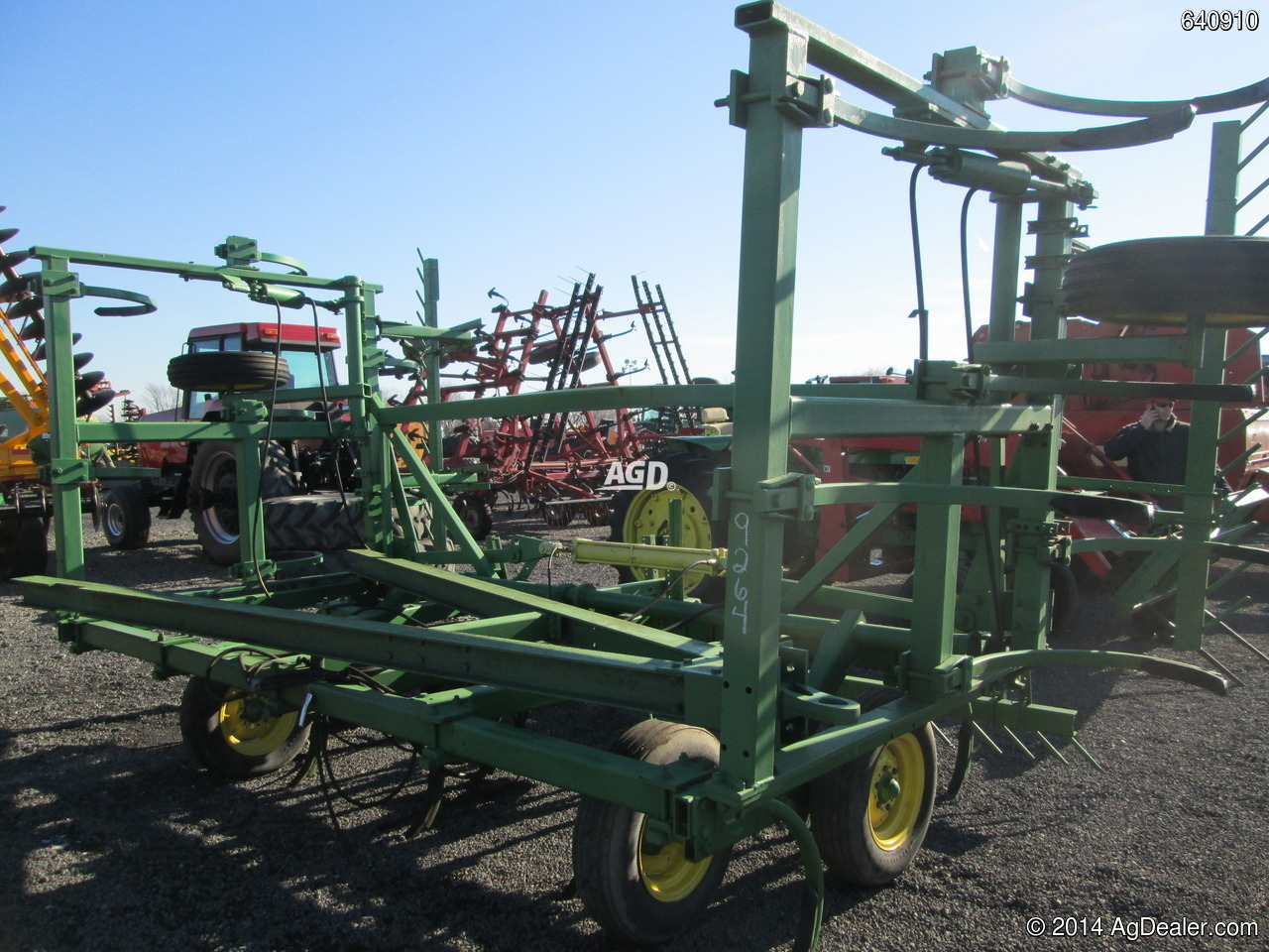 John Deere 1610 Chisel Plow For Sale   AgDealer.com