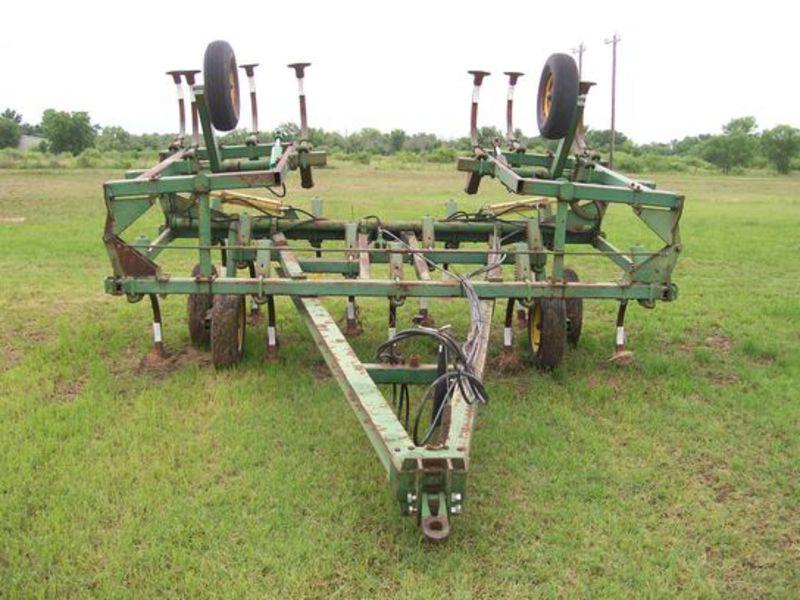 John Deere 1610 Chisel Plow #E01610N007501 Clark Tractor ...