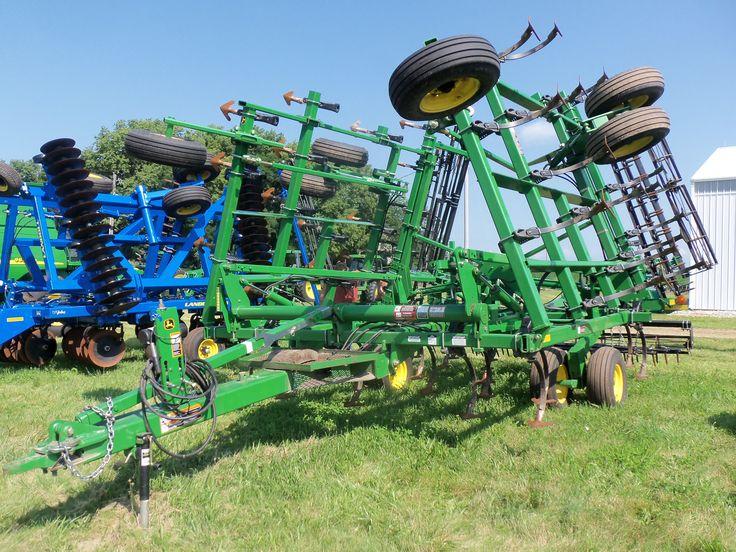 30 ft John Deere cultivator with harrow