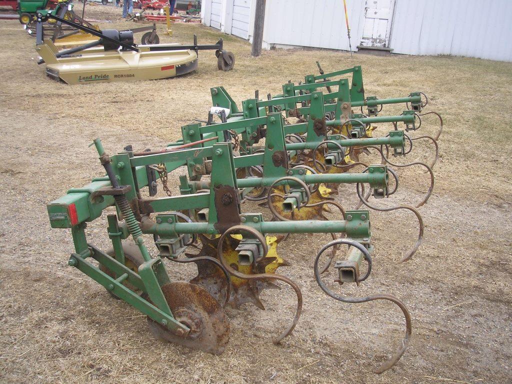 John Deere 3pt. RIV 4 Row Cultivator