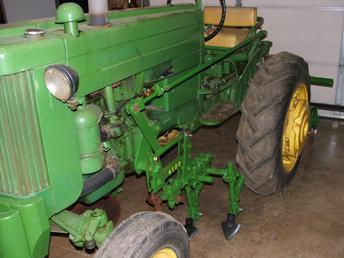 1952 John Deere 40S With 4100 Cultivators - TractorShed.com