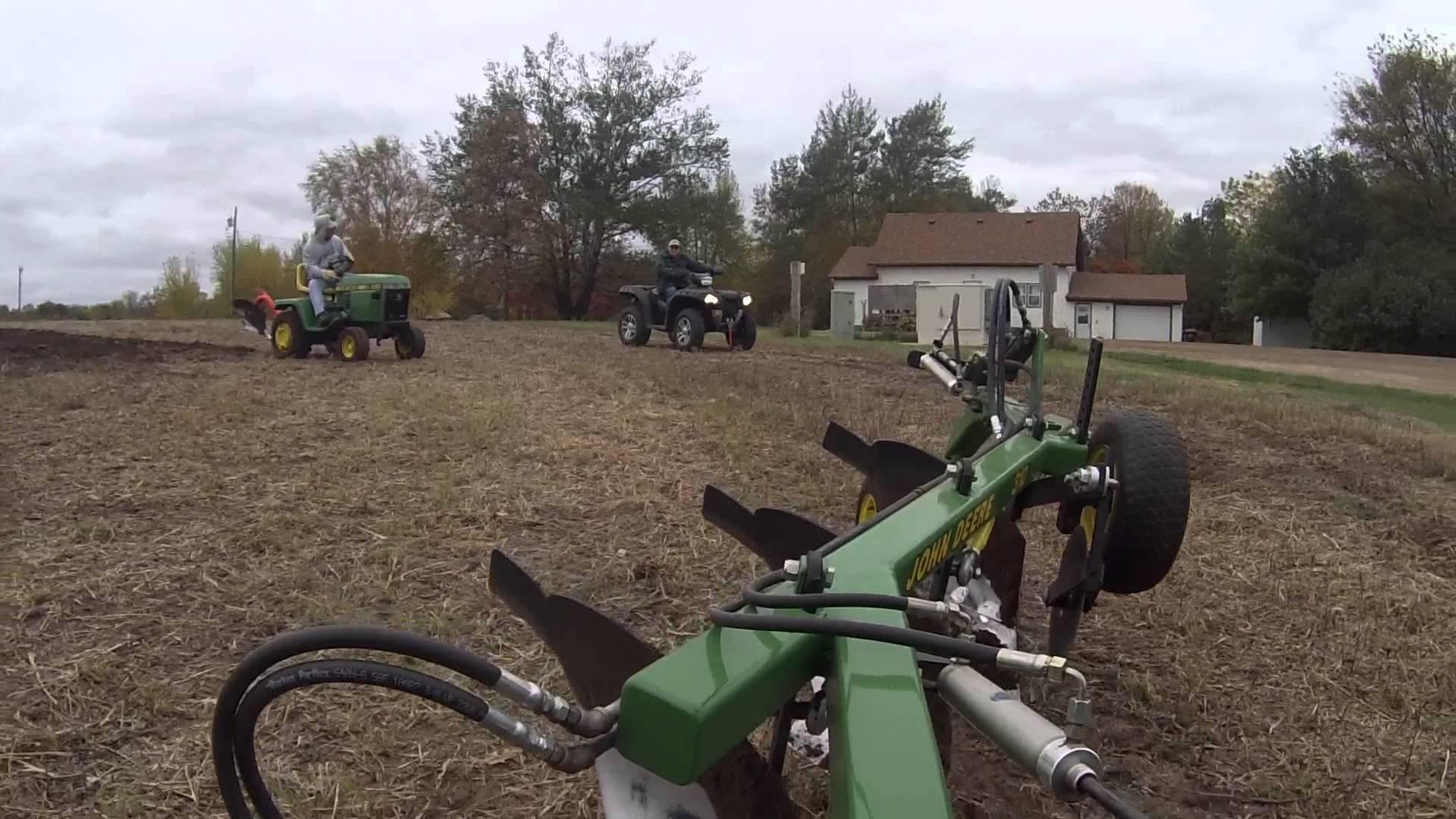 Montrose Plow Days John Deere 420 - YouTube
