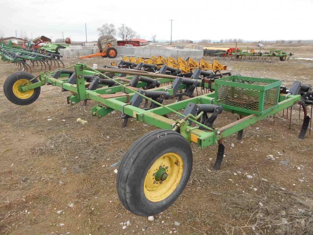 Used 16' John Deere 610 Chisel Plow w/ Harrow - - For Sale ...
