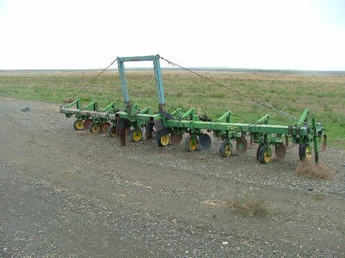 John Deere 725 Cultivator