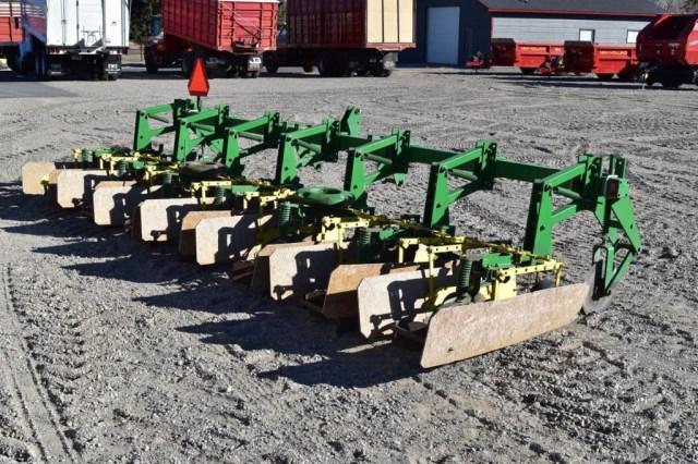 John Deere 825 Cultivator; 6R30, 3 pt