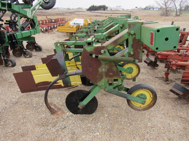 John Deere 885 Row Crop Cultivator - Jones Machinery Inc.