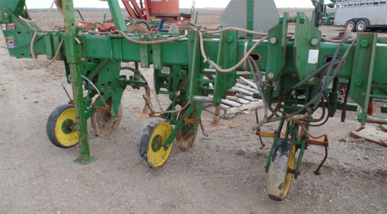 John Deere 886 Row Crop Cultivator - Jones Machinery Inc.