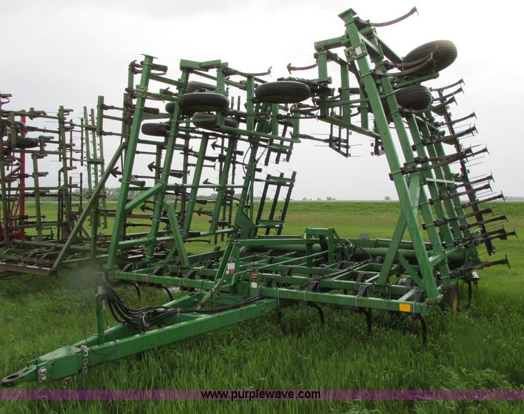 1997 John Deere 980 field cultivator   no-reserve auction ...