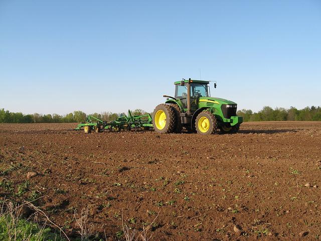 John Deere 7820 & 980 field cultivator   Flickr - Photo ...