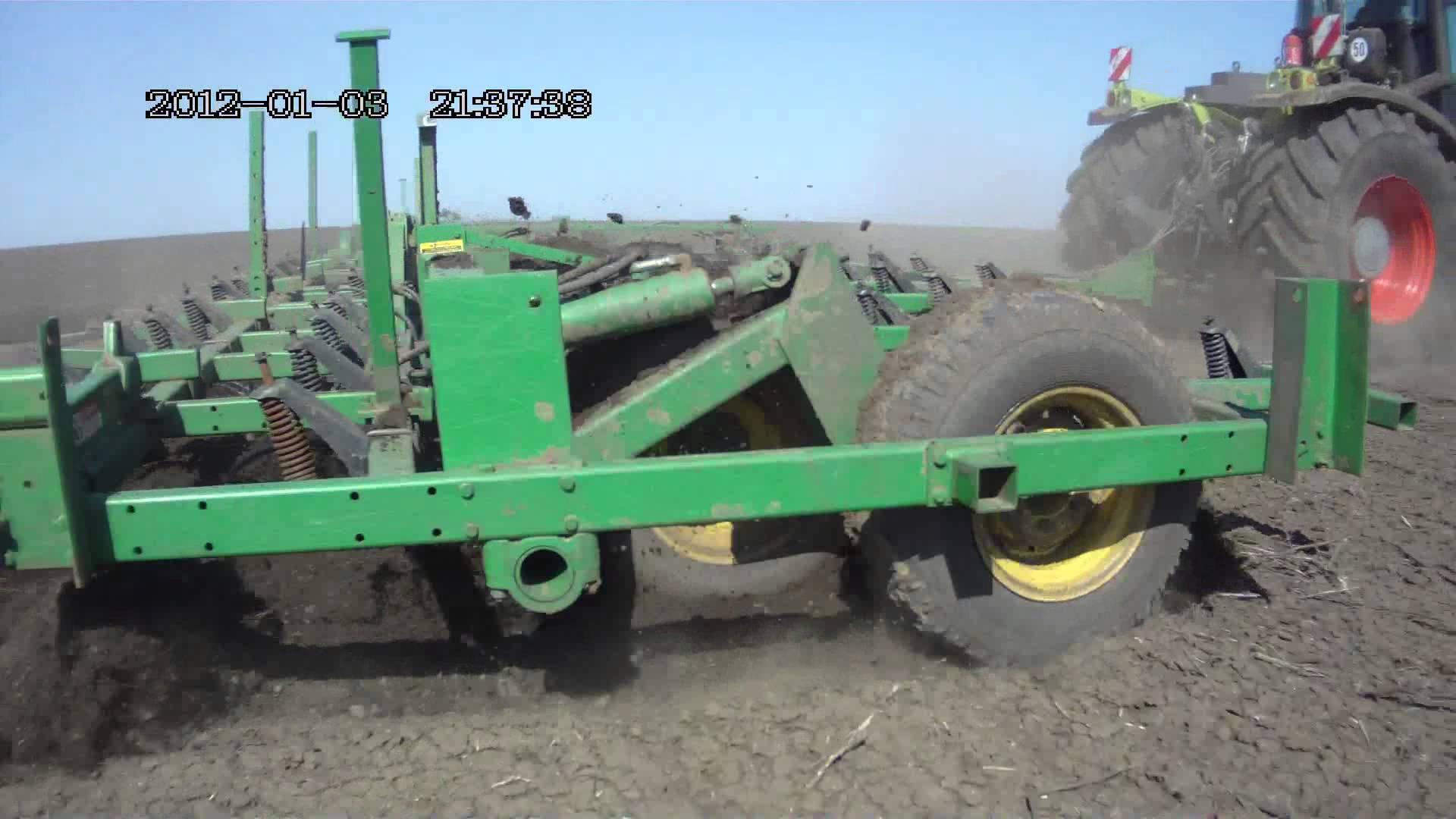 JOHN DEERE 960 cultivator - YouTube