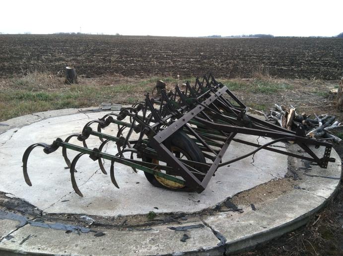 John Deere Vanbrunt Cultivator (2012-12-09) - Tractor Shed