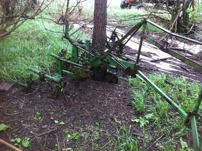 John Deere 42 mounted cultivator - Yesterday's Tractors ...