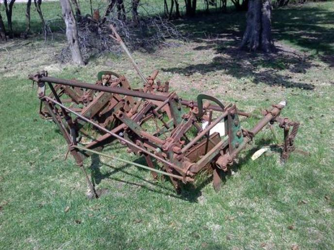 John Deere mounted cultivator iden... - Yesterday's Tractors