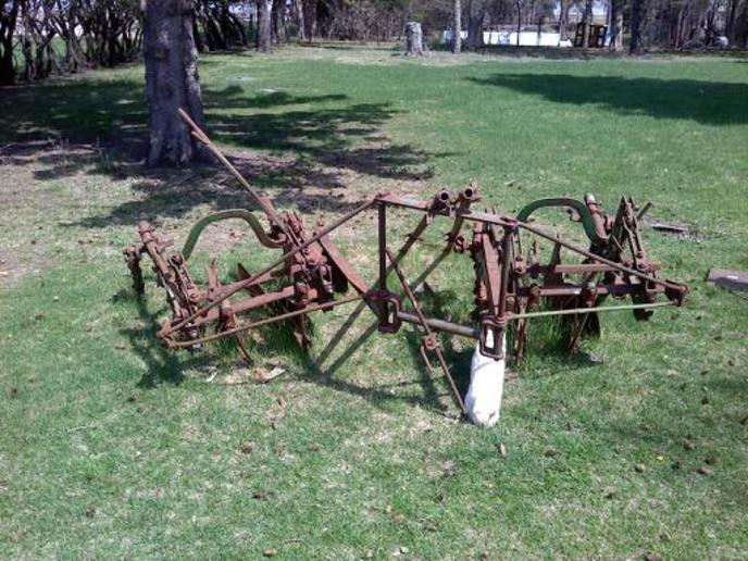 John Deere mounted cultivator identification (picts ...
