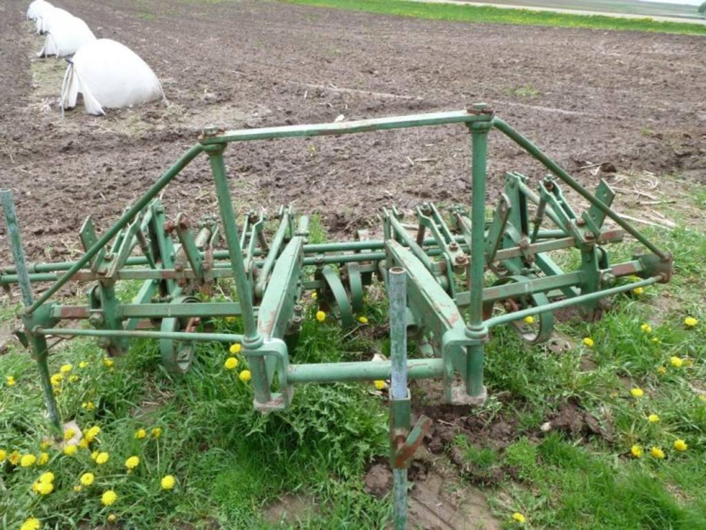 John Deere 2-row cultivator