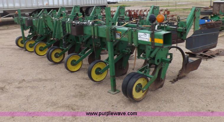 H7020.JPG - John Deere 886 cultivator, Six row wide row ...