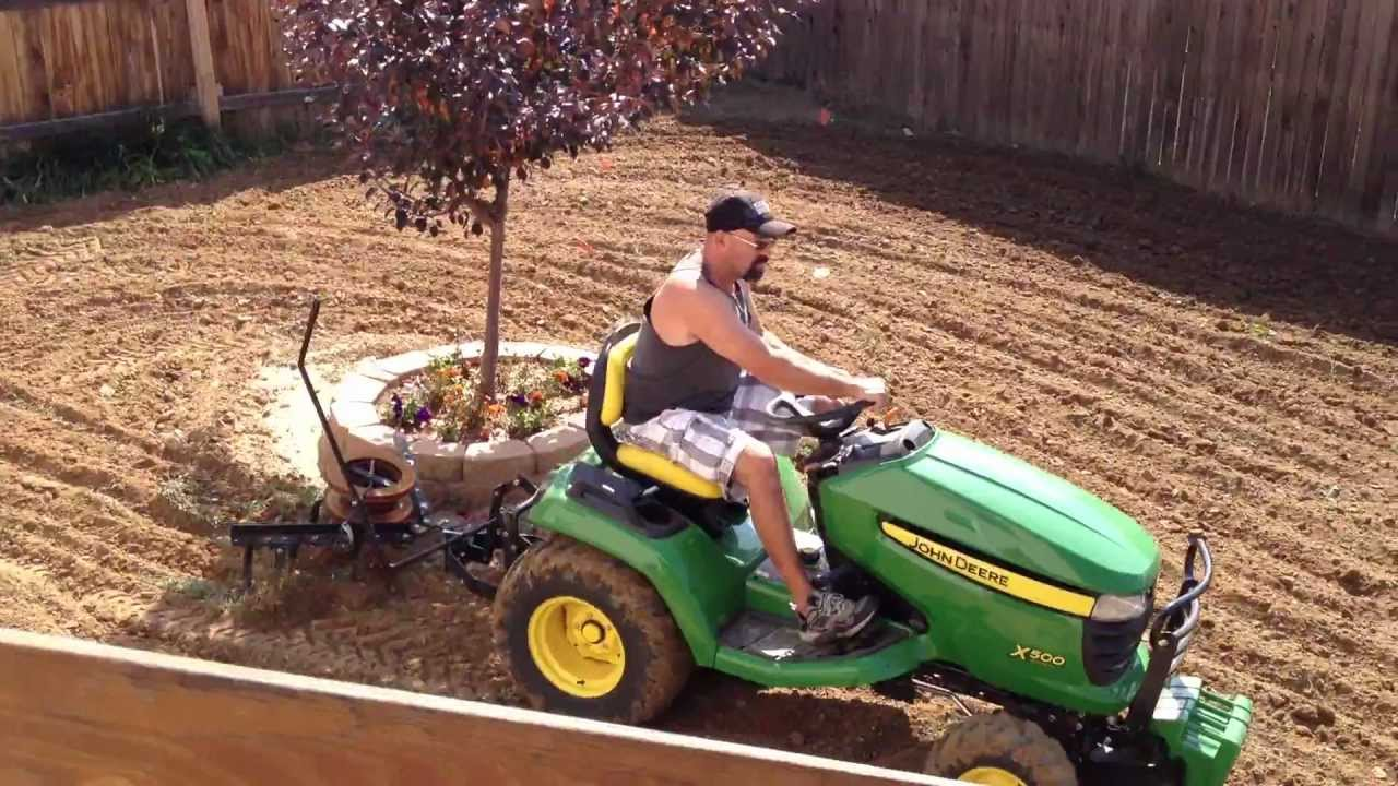 John Deere X500 cultivating,cultivator - YouTube