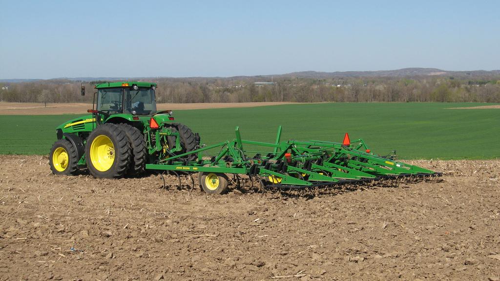John Deere 7820 & 980 field cultivator | Blodgett Farms ...