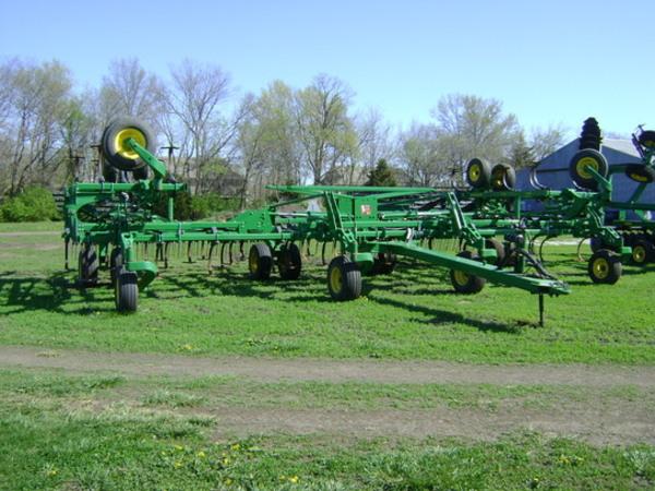 2011 John Deere 2210 Field Cultivator - Lawrence, KS ...