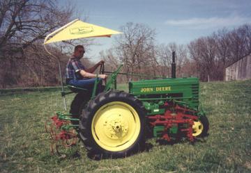1941 John Deere H with Cultivators - TractorShed.com