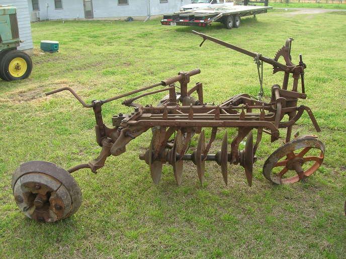 john deere plow help - Yesterday's Tractors