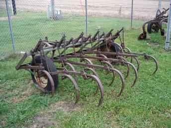 Used Farm Tractors for Sale: John Deere Field Cultivator ...