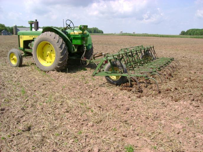 John Deere Digger/Cultivator - Yesterday's Tractors