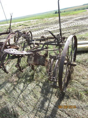 Antique one row horse drawn cultivator. Could be John ...