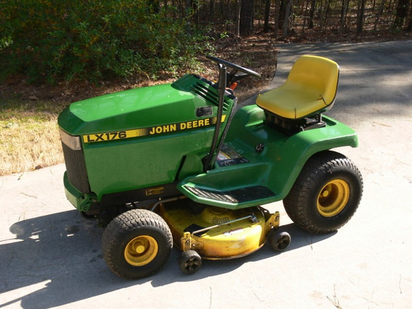 John Deere LX176 Lawn Tractor PICS ADDED | The Outdoors Trader