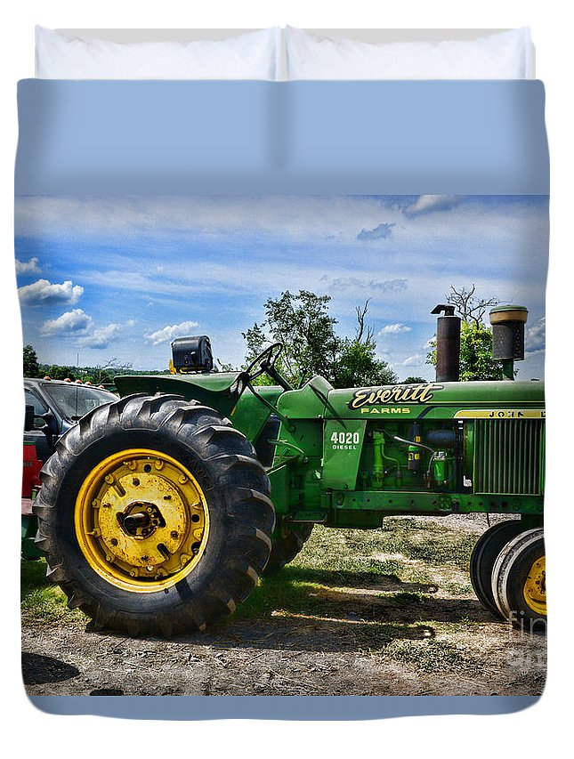 John Deere Tractor Just Sitting There Queen (88
