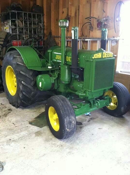 1935 John Deere D ..what a beautiful old JD tractor. Love ...