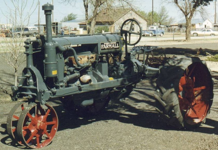 John Deere Antique Tractors: A Collection of History ...