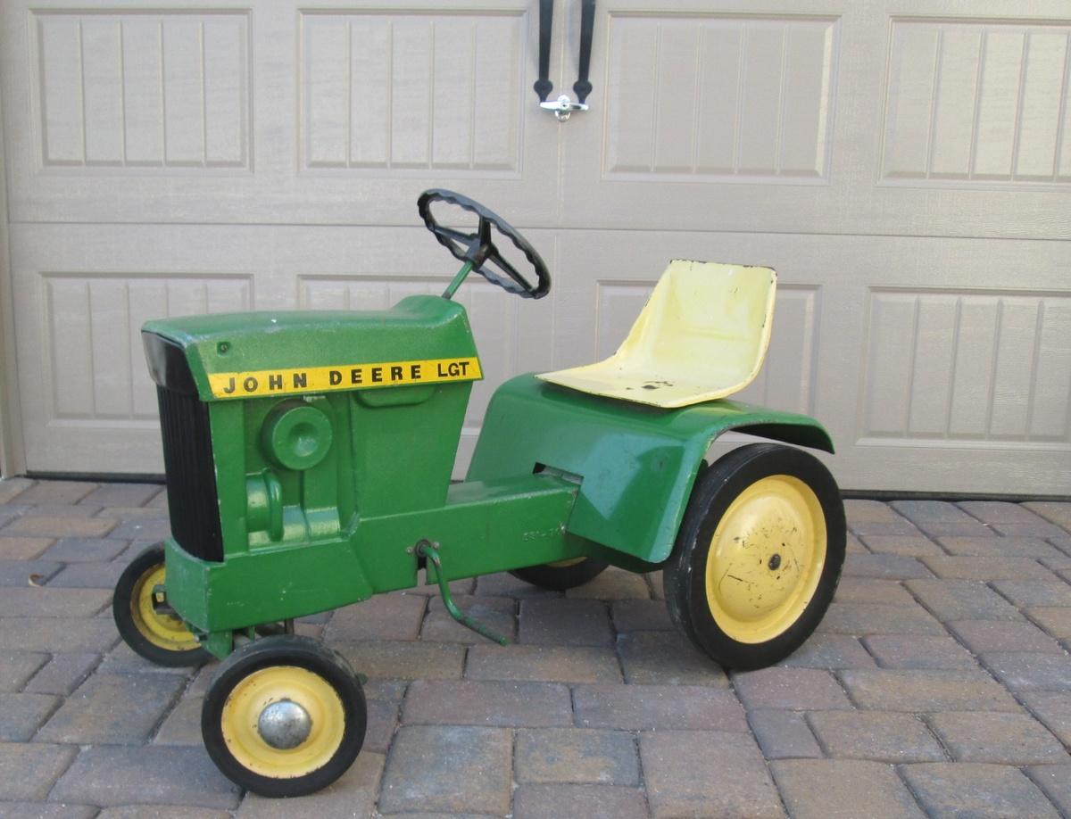 John Deere Lawn & Garden Pedal Tractor | Collectors Weekly