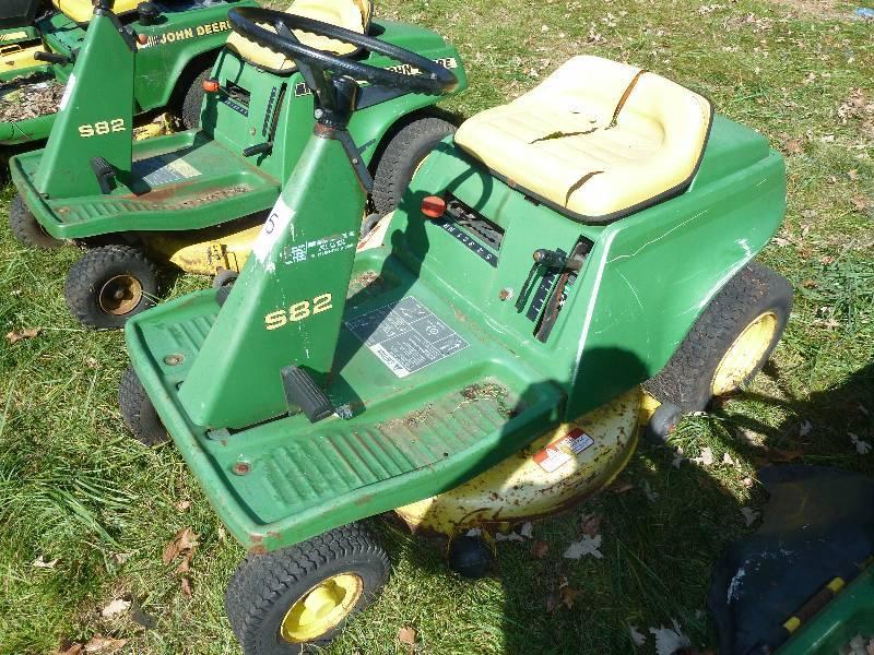 John Deere S82 Riding Lawn Mower   Massive Lawn & Garden ...