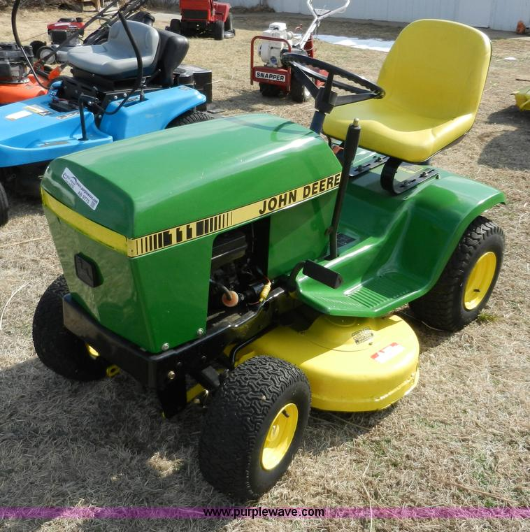 John Deere 111 lawn tractor | no-reserve auction on ...