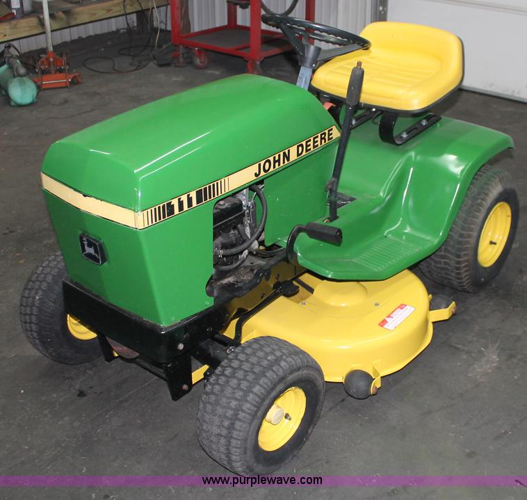 John Deere 111 lawn mower | no-reserve auction on ...