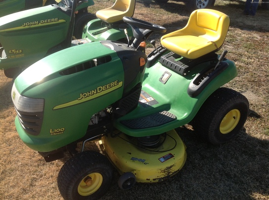 2004 John Deere L100 Lawn & Garden and Commercial Mowing ...